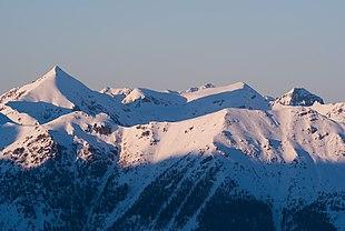 Catena del Lagorai (da sinistra verso destra: Monte Ziolera, Cima Todesca e Montalon, sullo sfondo la Pala del Becco)