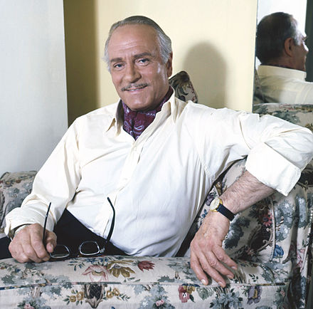 Laurence Olivier in 1972, during the production of Sleuth Laurence Olivier Allan Warren.jpg