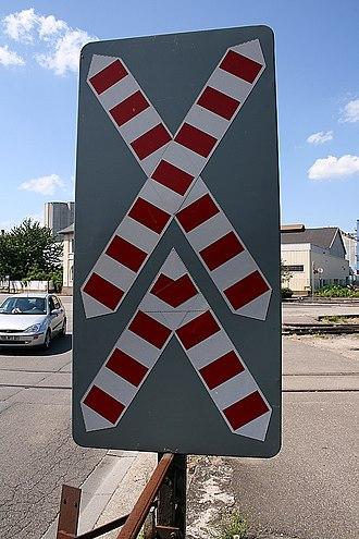 Crossbuck - Image: Level crossing multiple tracks