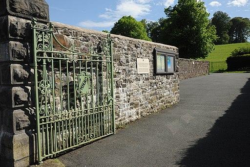 Llandeilo Penlan Park gate and pillar