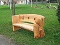 Lovčice (okres Hradec Králové), dřevěná lavice.jpg