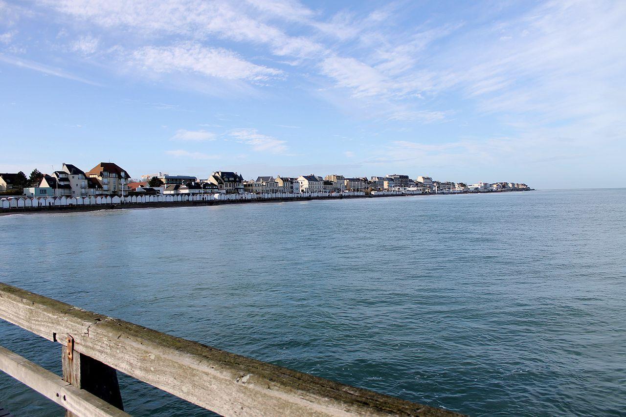 Luc-sur-Mer vue de la jetée.jpg