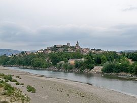 A general view of Mallemort, with the river in the foreground