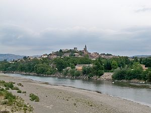 Mallemort - A general view of Mallemort, with the river in the foreground