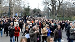 Файл:Marche républicaine Toulouse10jan15 part1.webm