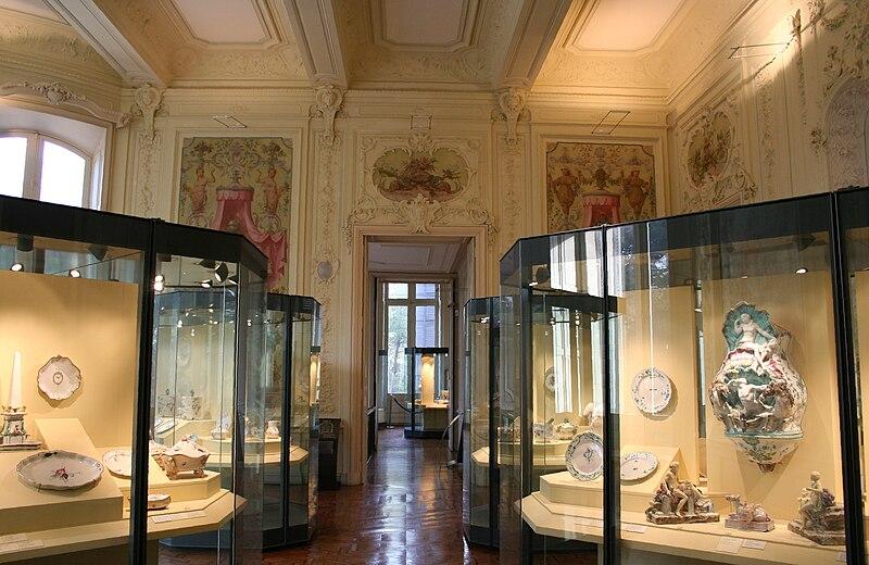 Fichier:Marseille Musée de la faïence Intérieur.jpg