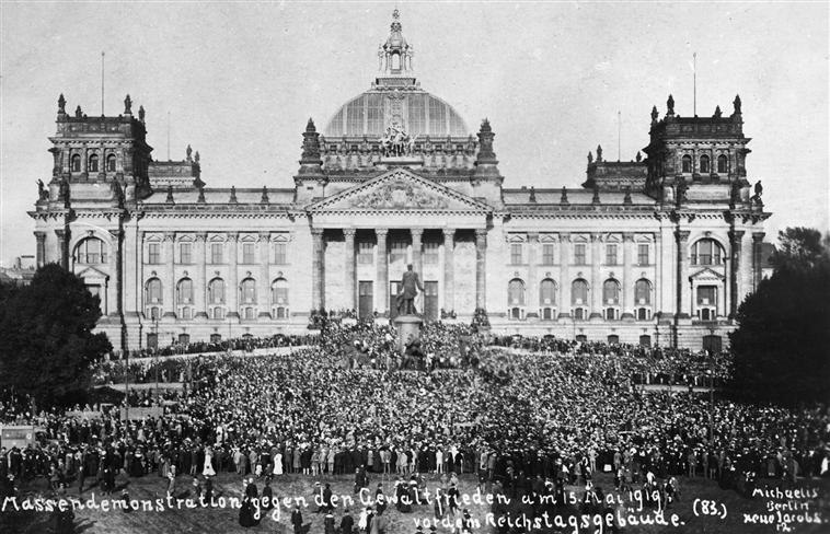 Mass demonstration in front of the Reichstag against the Treaty of Versailles.jpg