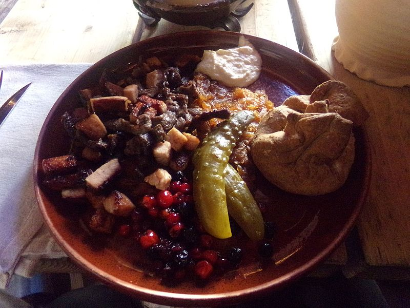 File:Meal at Olde Hansa.jpg