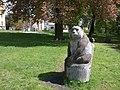 Medvěd u knihovny - panoramio.jpg