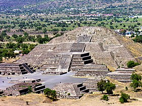 Mexico-3511 - Pyramid of the Moon (2214742994).jpg