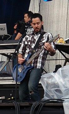 Mike Shinoda con i Linkin Park al Sonisphere Festival 2009
