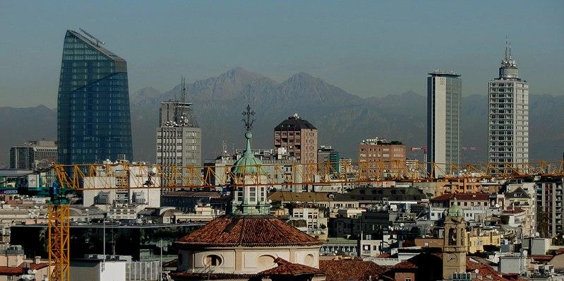 File:Milano montagne.JPG