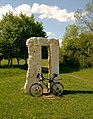Mini-Stonehenge - panoramio.jpg