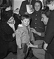 Minister mej. Klompé bezoekt Hongaren te Budel, Bestanddeelnr 908-2502.jpg