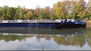 File:Mittelland Canal Recke Bea.webmhd.webm