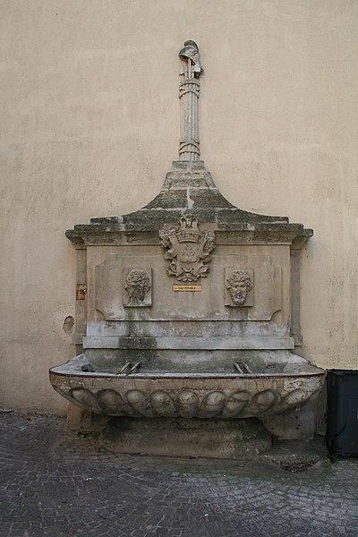 Montagnac  (Hérault) - Fontaine le Griffe (XVIIIe siècle).