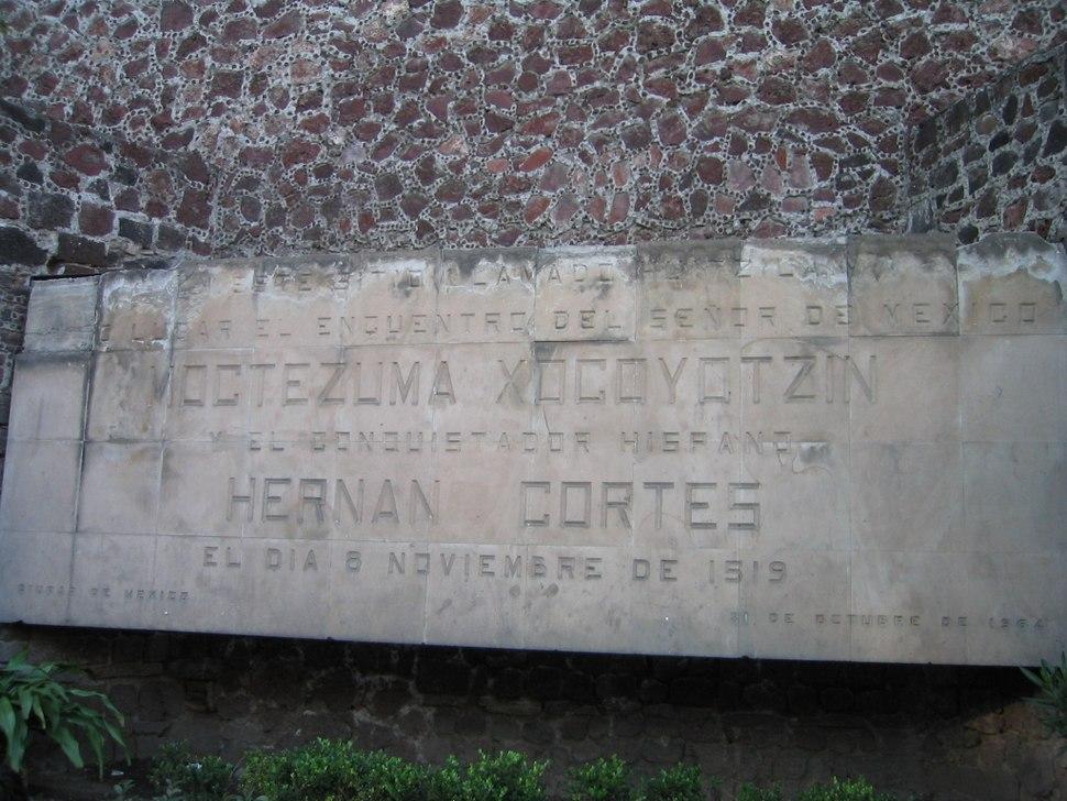 Monumento de Moctezuma y Hernan Cortés