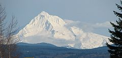 Mount Hood (Oregon) (photograph by Theo, 2006).jpg