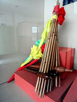 Musical instruments in the Yunnan Nationalities Museum - DSC03853.JPG