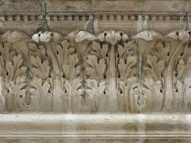 Détail du balcon de l'ancien évêché de Nîmes (Gard, France).