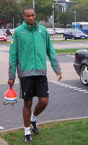 Naldo (footballer, born 1982) - Naldo at Werder Bremen in the 2006–07 season.