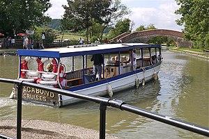 Narrow Boat Cruiser at Foxton Locks Leics - Flickr - mick - Lumix.jpg