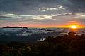 Nascer do Sol no Pico Anhangava com Nuvens.jpg