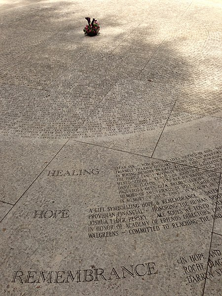 Datei:National AIDS Memorial Grove names.jpg