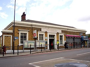 New Cross Gate railway station - Station entrance on New Cross Road