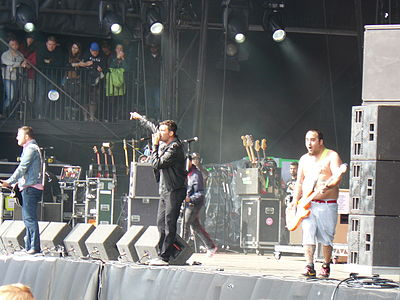 Picture of a band or musician: New Found Glory
