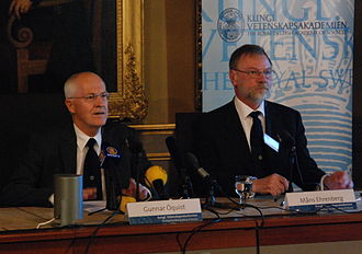 Gunnar Öquist - Gunnar Öquist (left) at the press conference announcing the winners of the 2008  Nobel Prize for Chemistry. (Right Nobel Committee member Måns Ehrenberg.)