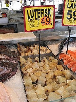 Lutefisk cru à venda no mercado de peixe de Bergen