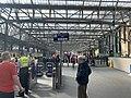 On platform in Glasgow Central railway station 06.jpg