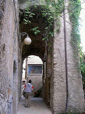 Ottati - Image: Ottati (Old town's arch in 2005)