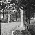 Overzicht van het toegangshek in het oosten - Appeltern - 20428217 - RCE.jpg