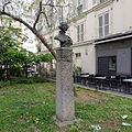 P1170947 Paris XI rue Clodilde-de-Viaux statue C.de Viaux rwk.jpg