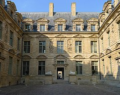 P1200929 Paris IV hotel de Sully rwk.jpg