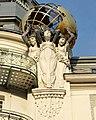 PalaisdeBeauxArtsFigurenmitGlobus.jpg