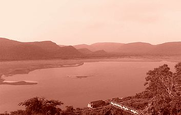 Pampa reservoir at annavaram02.jpg