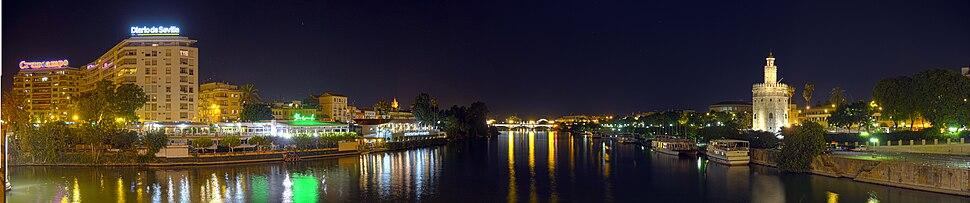 Panoramica nocturna Guadalquivir en Sevilla