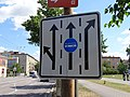 Pardubice, Palackého třída, značka řazení v jízdních pruzích a vyhrazeného jízdního pruhu.jpg