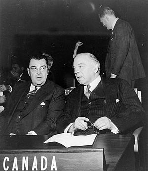 Paul Joseph James Martin - Hon. Paul Martin (left) and Rt. Hon. W.L. Mackenzie King attending the opening session of the United Nations General Assembly, 23 October 1946
