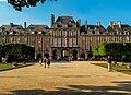 Pavillon de la reine, Place des Vosges, 21 July 2013.jpg