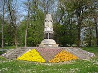 Perivoj Zrinskih, Čakovec - Obelisk poginulima u 1.svj.ratu u proljeće 2014.jpg