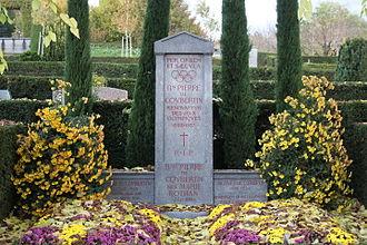 Bois-de-Vaux Cemetery - Image: Pierre tombale Pierre de Coubertin 2