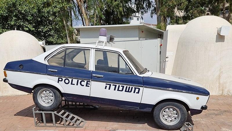 ניידת משטרה משנות השבעים