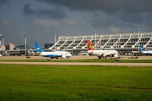 Planes at Xiamen Gaoqi Airport.jpg