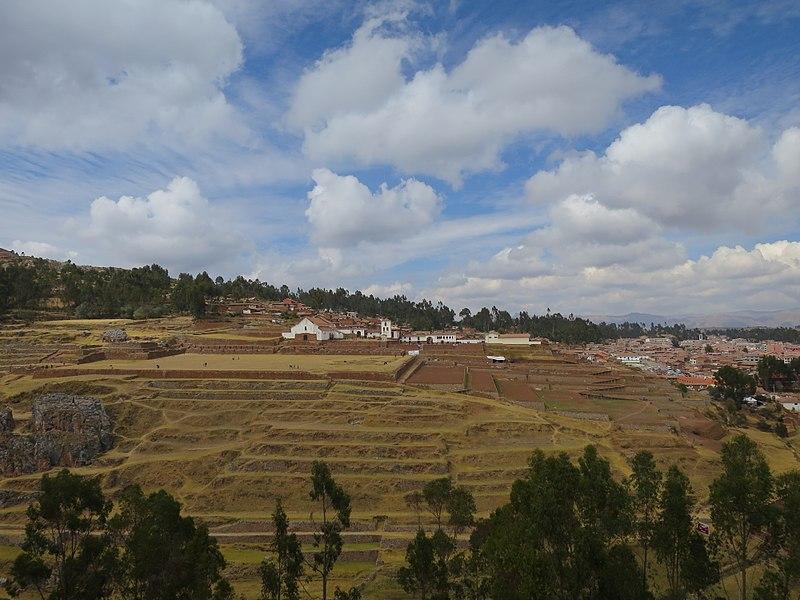 File:Plaza de Chinchero, Cusco.jpg