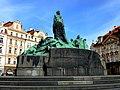 Prag - Denkmal von Jan Hus auf dem Altstädter Ring - Památník Mistra Jana Husa na Staroměstském náměstí - panoramio.jpg