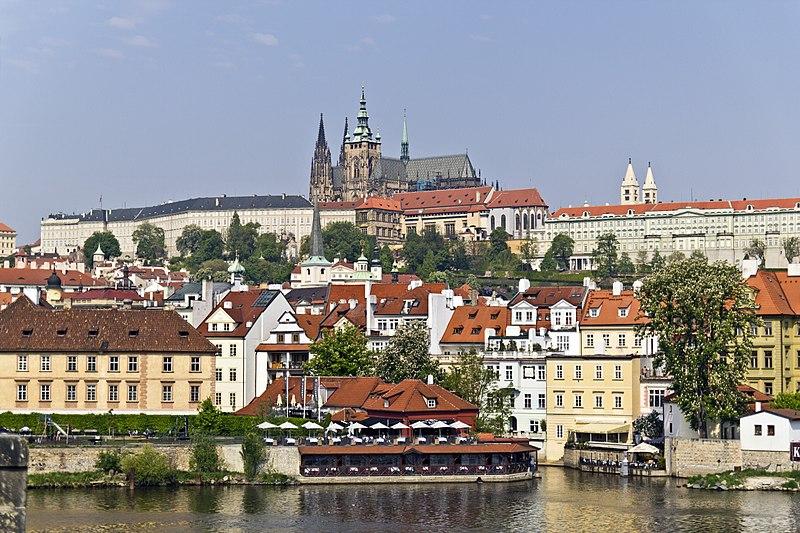 File:Prag Altstadt Schloss 20110430.jpg